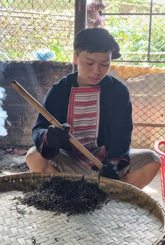 Cách làm trà ống lam gác bếp đặc sản Hà Giang